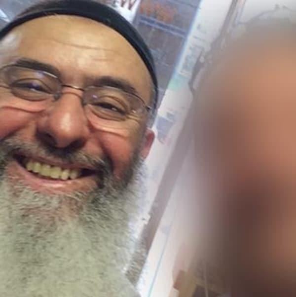 Photo d'Azzeddine Soufiane. L'homme a une longue barbe grise, porte des lunettes et affiche un sourire.