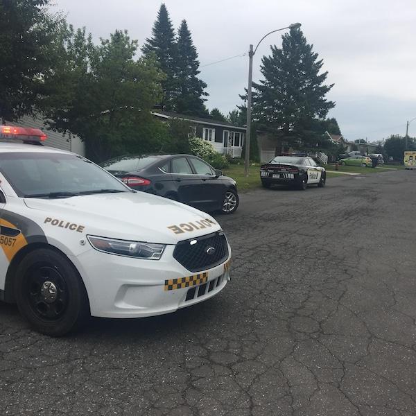 Un homme barricadé à Drummondville a tenu les policiers en haleine samedi.