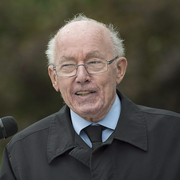 L'ex-premier ministre du Québec, Bernard Landry, lors d'une conférence de presse en compagnie des membres de la Société Saint-Jean-Baptiste à Montréal, le 12 juillet 2017