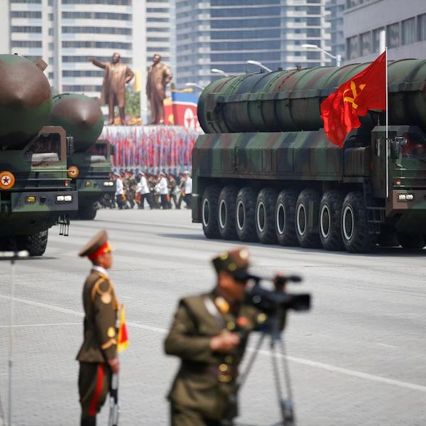 Des missiles intercontinentaux lors d'un défilé militaire à Pyongyang.