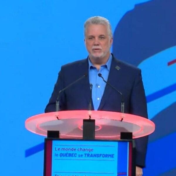 Philippe Couillard au podium
