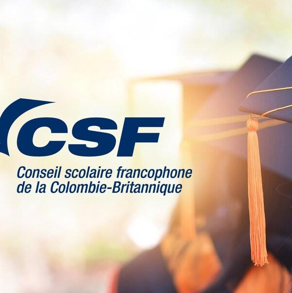 Image du logo du Conseil scolaire francophone et d'une photo d'un chapeau de cérémonie de finissants de l'école secondaire.