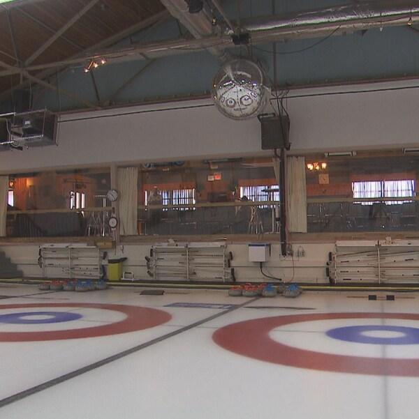 Les surfaces de curling du Complexe Laviolette de Trois-Rivières.