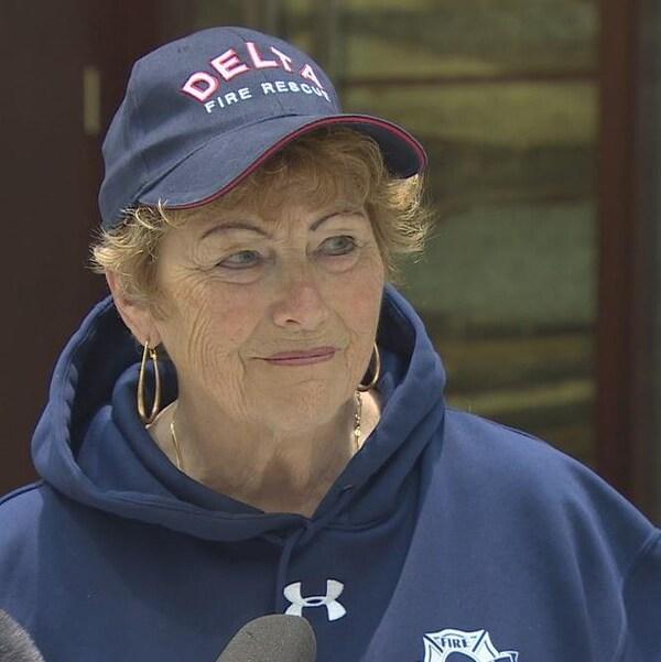 Lois Jackson en conférence de presse.