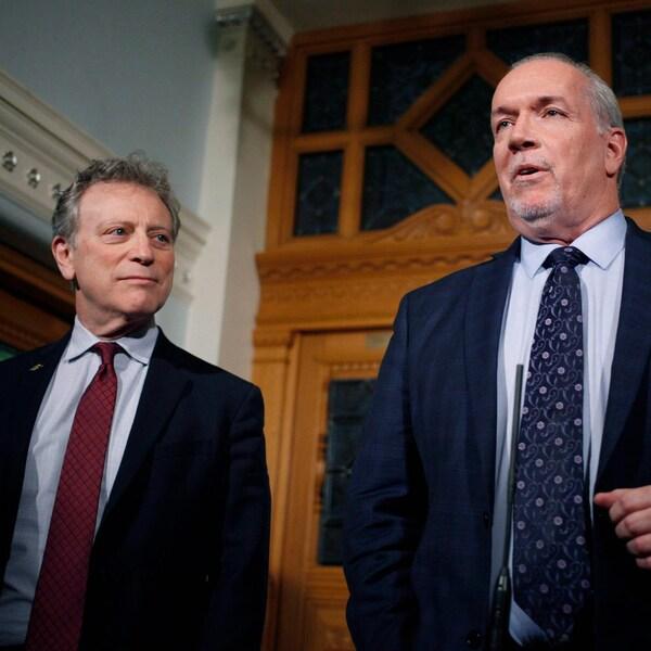George Heyman, le ministre de l'Environnement et John Horgan, le premier ministre de la Colombie-Britannique