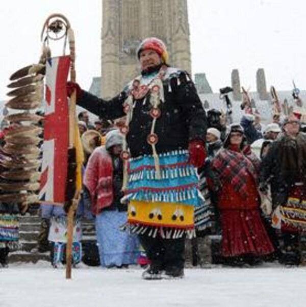 Un groupe de manifestants autochtones