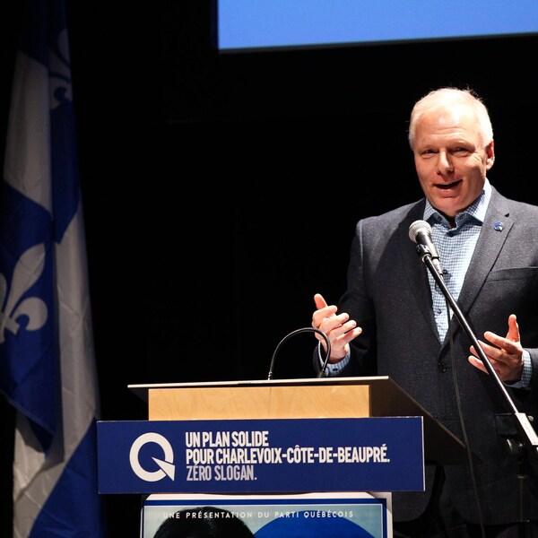Jean-François Lisée, chef du PQ lors d'un discours pendant l'assemblée d'investiture de Nathalie Leclerc