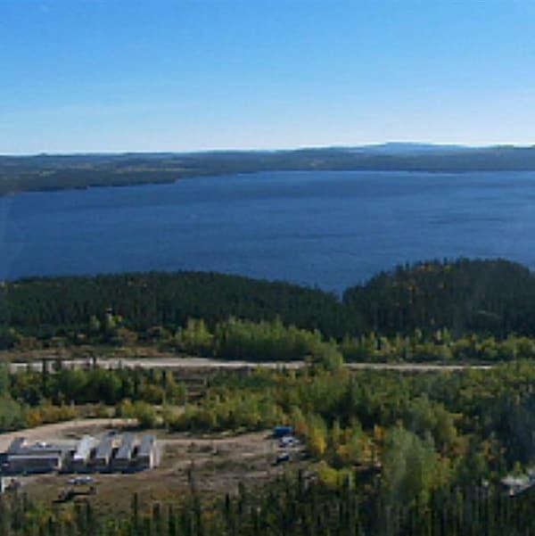 Vue aérienne du lac à Paul et du site projeté de la mine d'Arianne Phosphate