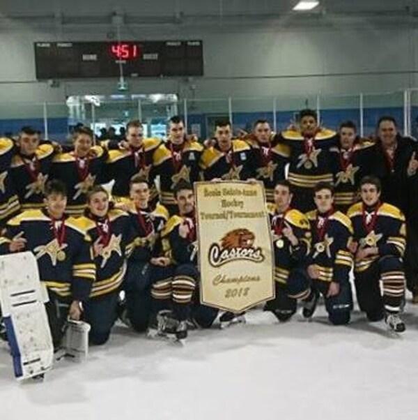 Les Acadiens de la PLM sont champions du tournoi des Castors de l'École Sainte-Anne, de Fredericton