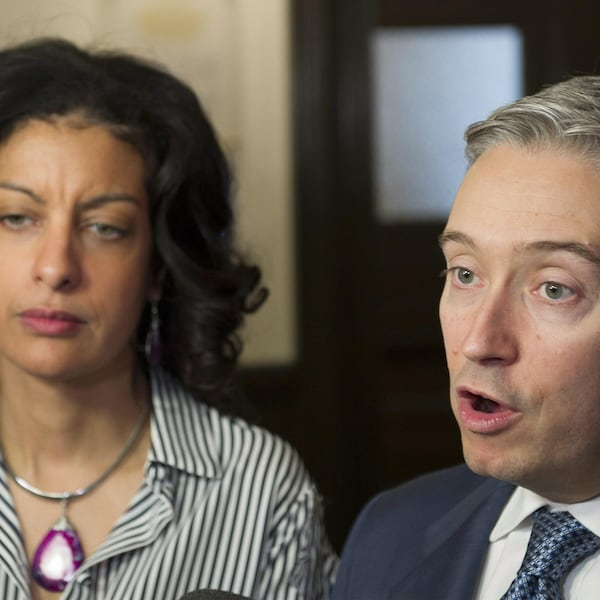 Francois-Philippe Champagne et Dominique Anglade parlent aux journalistes.