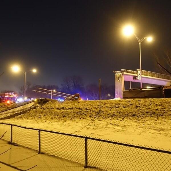La passerelle s'est effondrée sur la route 132, à Longueuil, en février 2015