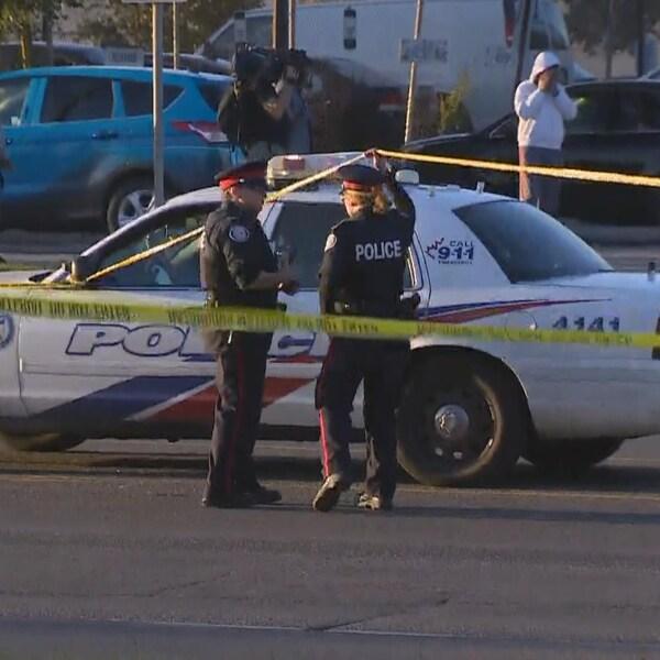 Deux policiers et une autopatrouille