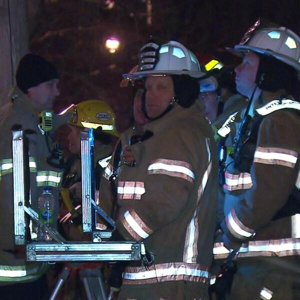 Des pompiers de la Ville de Montréal.