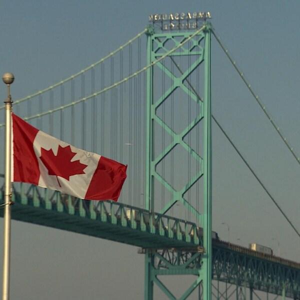 Le pont Ambassador relie Windsor à Détroit.