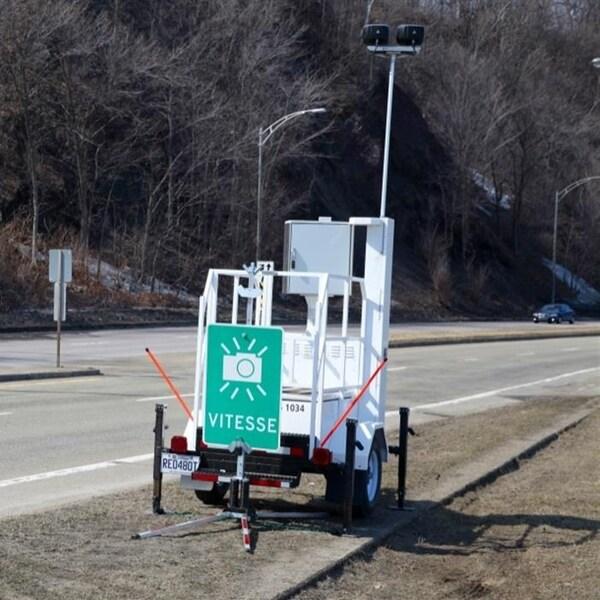 Un radar photo en bordure de la route