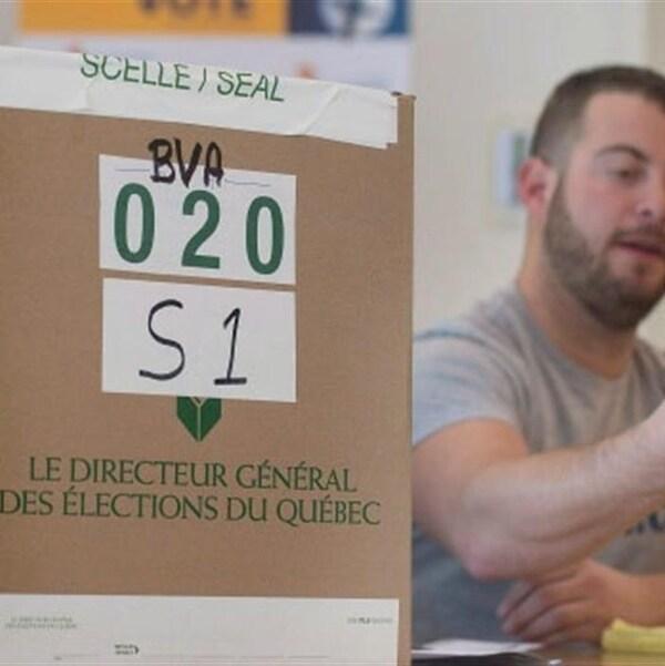 Un bureau de vote au Québec.