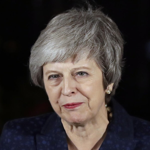 La première ministre britannique Theresa May soulagée par l'issue du vote de défiance au sein de son parti.