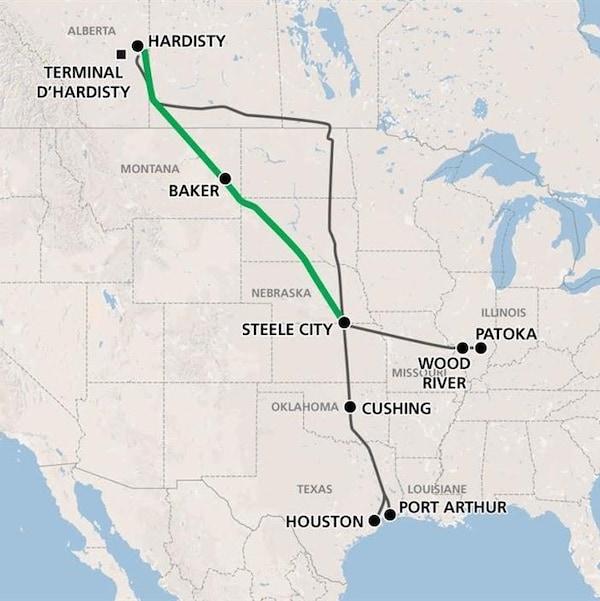 En vert, le tracé du nouveau pipeline Keystone XL proposé qui relierait l'Alberta au golfe du Mexique, et en gris, le tracé du pipeline existant.