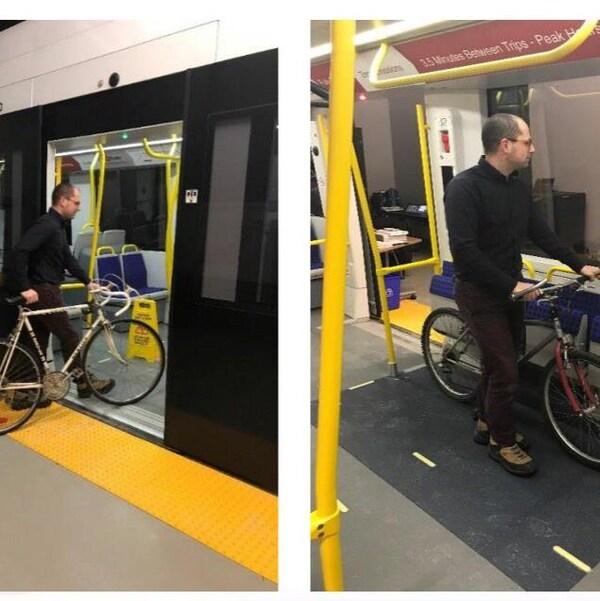Un homme transporte un vélo dans un train léger et le stationne dans un enclos à cet effet dans le train.