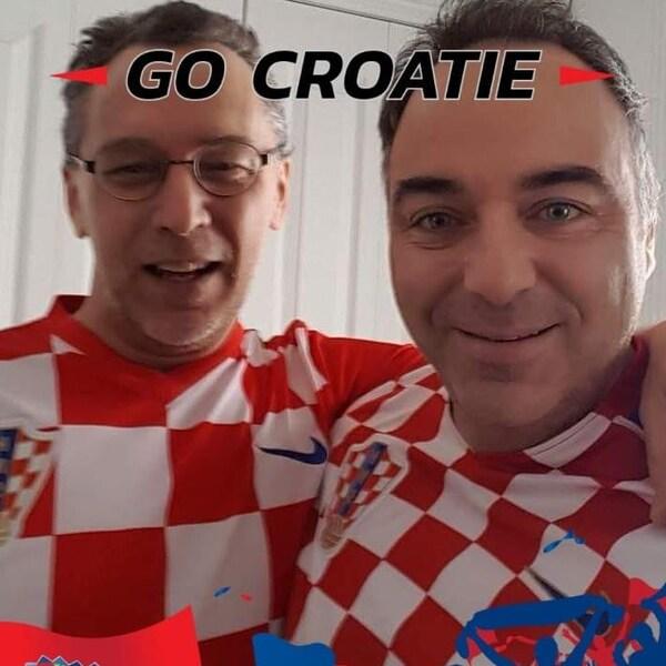Danny Champagne a lancé une campagne de sociofinancement pour payer son bref séjour en Croatie et assisté à la grande finale de la Coupe du monde. On le voit ici portant le fameux chandail de la Croatie, un damier rouge et blanc.