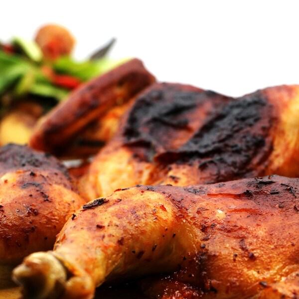 Des cuisses de poulet bien rôties.
