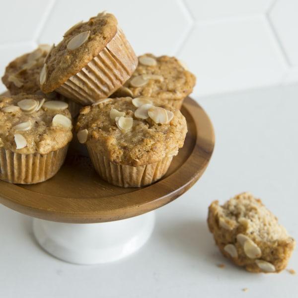 Des muffins aux poires et aux amandes.