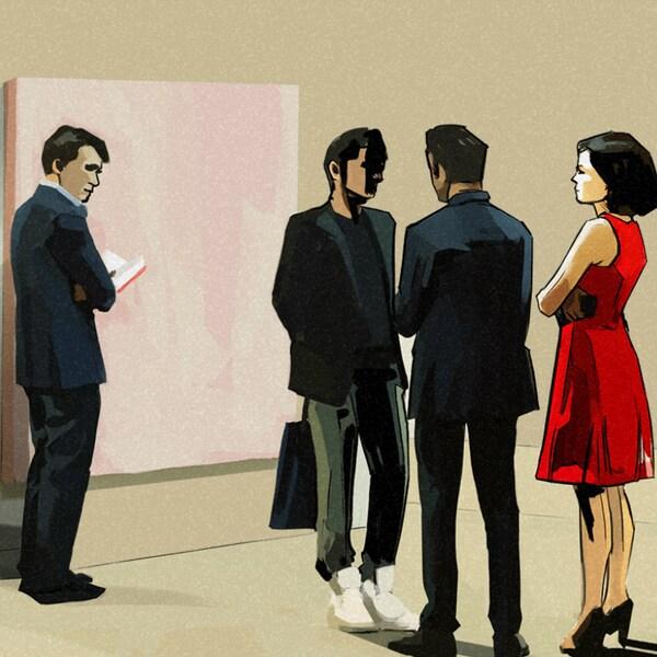 Trois hommes et une femme dans une galerie d'art.