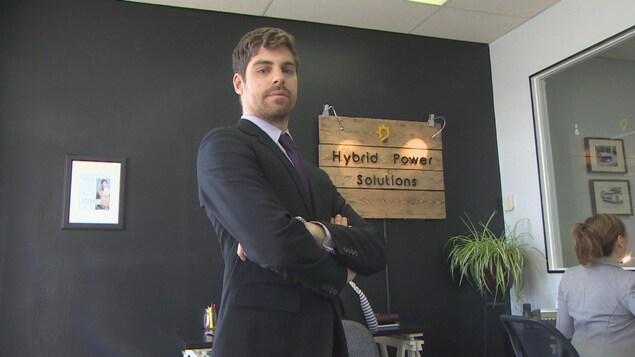 François dans les bureaux de sa société