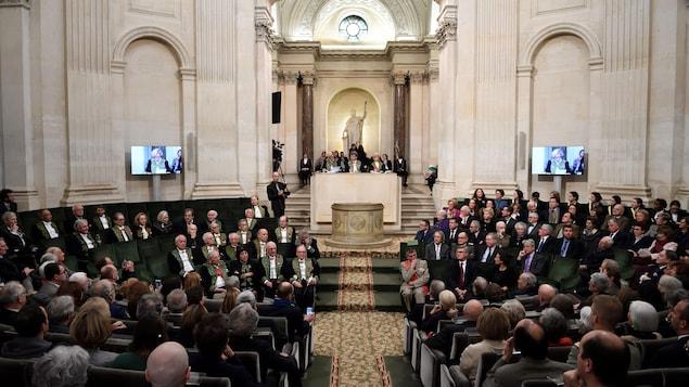 Des membres de l'Académie française réunis en assemblée annuelle en 2016