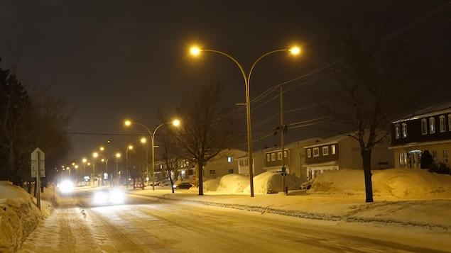 Le boulevard Arthur-Buies, à Rimouski, la nuit