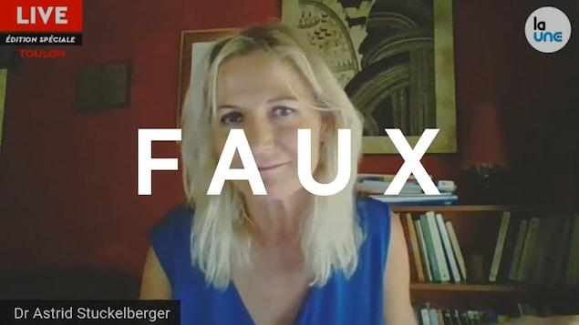 Astrid Stuckeberger regarde la caméra lors d'un appel Zoom. Le mot FAUX est superposé sur l'image.
