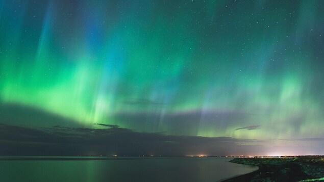 Des aurores boréales au-dessus du lac Saint-Jean.