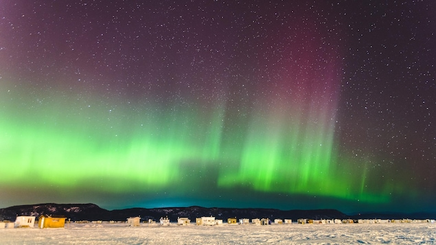 Des aurores boréales au-dessus de La Baie en hiver.
