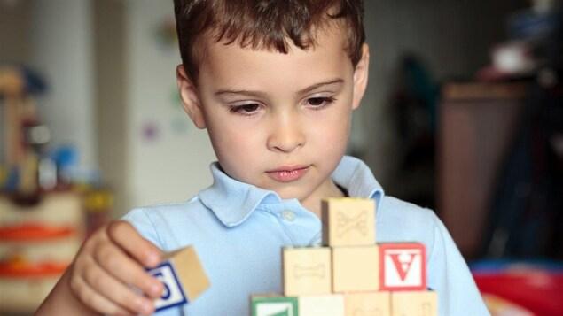 Réforme des services en matière d'autisme: des familles laissées pour compte
