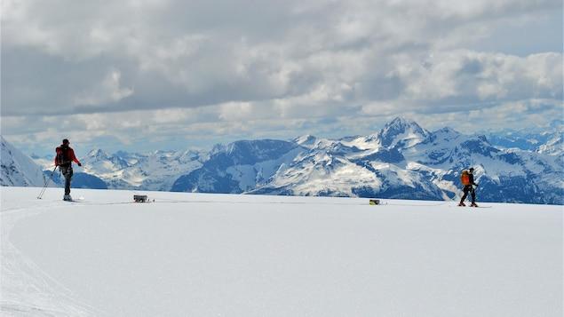Ben Pelto et Noel Fitzpatrick en ski sur la neige.