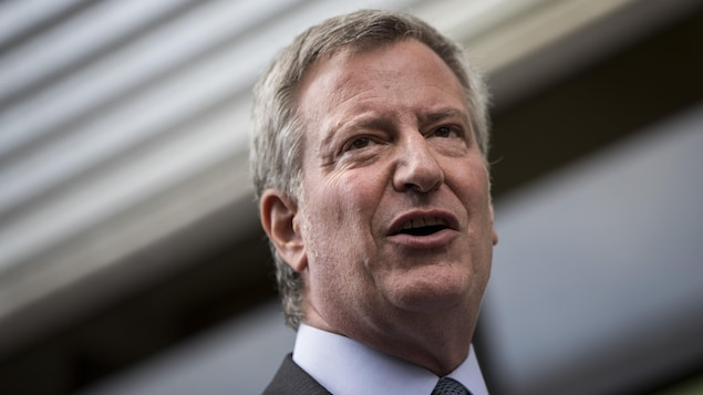 Bill de Blasio, souriant