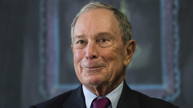 Michael Bloomberg, souriant.