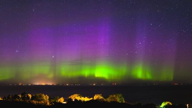 Des aurores boréales au dessus du Lac-Saint-Jean.