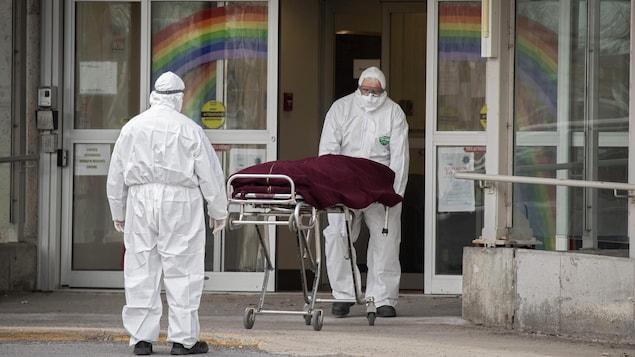 Un cadavre est évacué du CHSLD Sainte-Dorothée, à Laval.