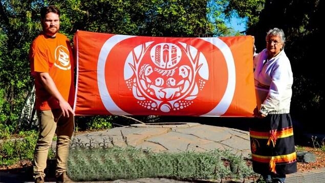 Les survivants des pensionnats pour Autochtones ont leur drapeau