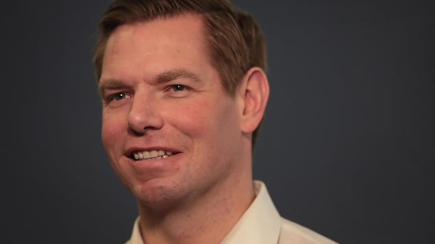 Eric Swalwell, souriant.