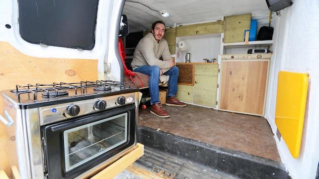 Tudiant il vit dans une fourgonnette ici radio for Comment isoler mon garage