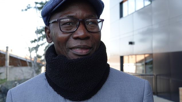 Isidore Guy Makaya est dehors.