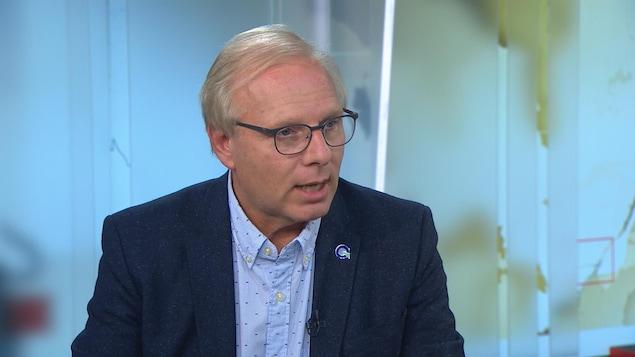 Jean-François Lisée exhorte les électeurs à se méfier de Québec solidaire