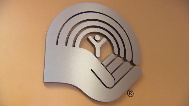 Le logo de l'organisme Centraide, installé sur un mur