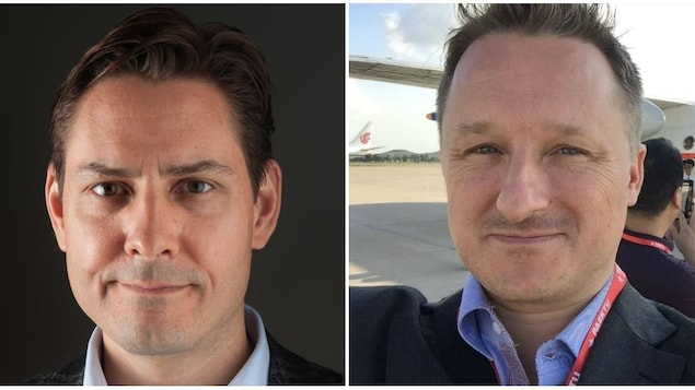 Deux photos collées de plans serrés des visages de Michael Kovrig et de Michael Spavor.
