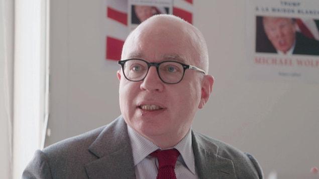L'écrivain américain Michael Wolff lors de la présentation en France de son livre Le feu et la fureur.