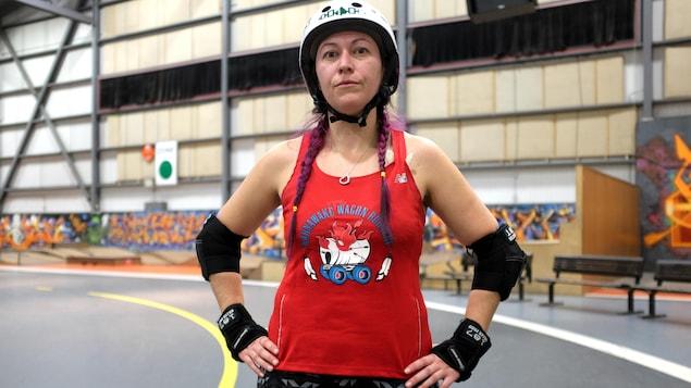 Michelle  « Squarrior » Cross fait partie de l'équipe autochtone qui participe à la Coupe du monde de roller derby.