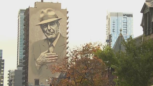 Une immense murale de Leonard Cohen