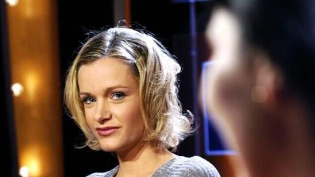Nelly Arcan sur le plateau de l'émission littéraire Vol de Nuit, diffusée par TF1, le 31 août 2004.